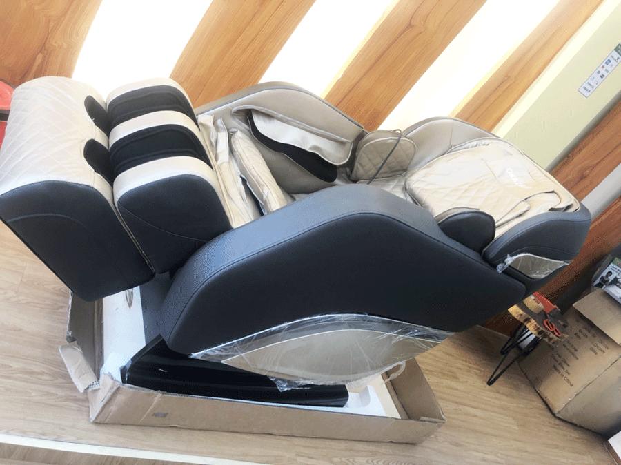 Ghế massage toàn thân Okazaki 868 xanh xám nhạt
