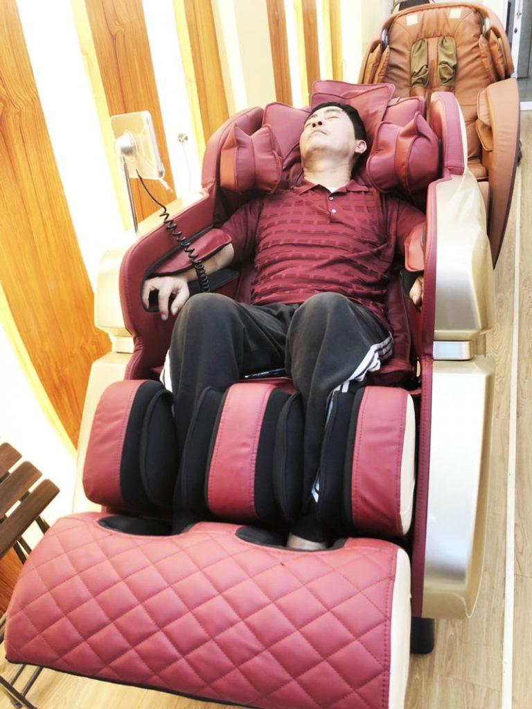 giá tiền ghế massage là bao nhiêu